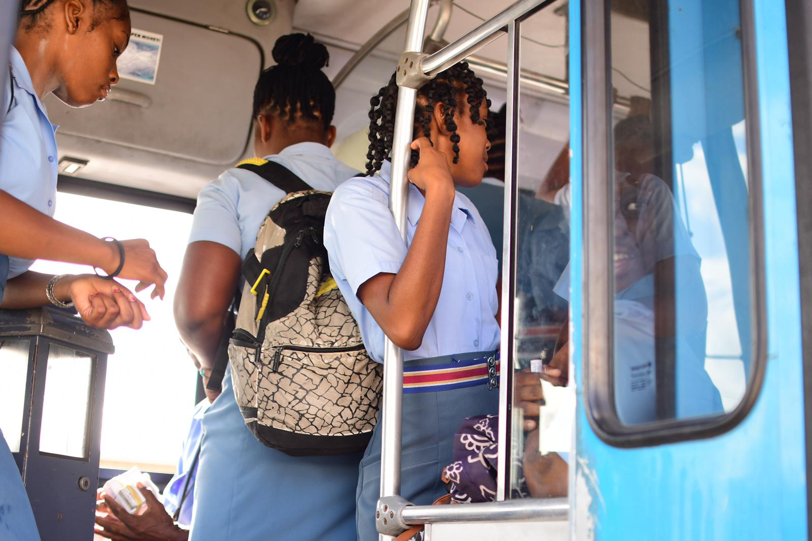 sp-school-children-on-transport-board-bus2